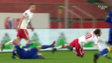 ¡Auto asistencia! Lewandowski se pone un 'pase' y luego define