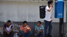 """""""Tenemos que ver cómo se paga"""": red de prestamistas ilegales se ha convertido en la pesadilla de inmigrantes deportados"""