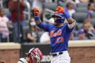 Javier Báez hace un gesto que molesta al presidente de los Mets