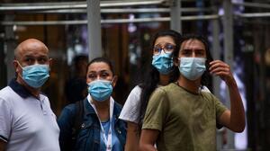 Documento de los CDC advierte que delta es más severa y puede propagarse entre los vacunados