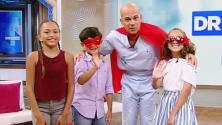 Nuestros niños disfrazaron al Dr. Juan de superhéroe porque les ayuda a salvar su salud