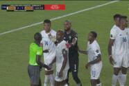 ¿Era penalti? El árbitro señala la pena máxima y en el VAR se retracta