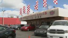 Comparece en corte un hombre señalado de robar dos autos en un concesionario de Hialeah