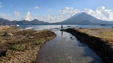 En fotos: las amenazas ambientales del lago Atitlán de Guatemala