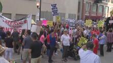 Dreamers de Chicago se manifiestan frente a ICE para defender DACA
