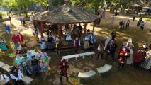 Vive la época medieval en el Festival del Renacimiento de Texas al norte de Houston