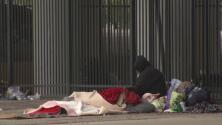 Autoridades de Houston brindan ayuda a desamparados por bajas temperaturas