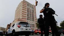 Sobreviviente de tiroteo en Nueva York demanda a tienda de armas por no verificar antecedentes de atacante