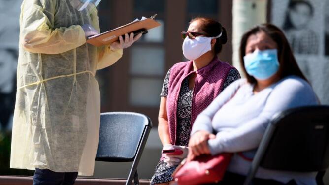 Críticas contra orden ejecutiva en Texas que limita el poder de gobiernos locales en la lucha contra la pandemia