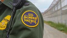 Muere la conductora de una camioneta que transportaba inmigrantes tras eludir a la Patrulla Fronteriza y estrellarse
