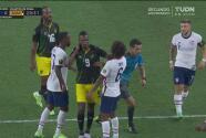 ¡Burke se enoja y regala la amarilla! Empuja a Busio frente al árbitro