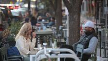 Las medidas que están tomando algunos restauranteros en Chicago debido al aumento de casos de coronavirus