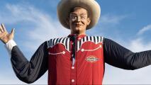 Trabajadores y vendedores ultiman detalles antes de la apertura de la Feria Estatal de Texas
