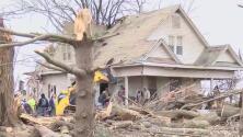 Continúan las labores de limpieza en la zona devastada por varios tornados en Illinois