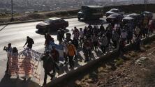 Migrantes de la caravana en Tijuana marchan y exigen que se agilicen los procesos de asilo