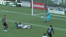 ¡Se salva Marathón! Denovan Torres le quita el gol a Felipe Mora