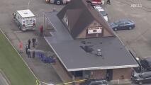 Un muerto y tres heridos al estrellarse auto contra restaurante en Siler City