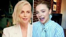 Charlize Theron y Chloë Grace Moretz hablan de los retos de doblar a sus personajes en 'The Addams Family 2'