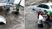 (Video) Captan heroico rescate de bebé arrastrado por inundaciones en México