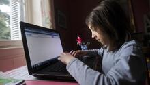 ¿Tu hijo estudia en una escuela pública de Nueva York? Este programa te ayuda a pagar el servicio de internet