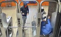 Hombre de 64 años es violentamente asaltado en el subway de NYC