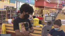 Condado Yolo realiza clínica móvil afuera de un supermercado hispano