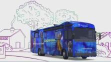 Autobuses escolares que sirven como salón de clases: la innovadora iniciativa de una organización en Houston