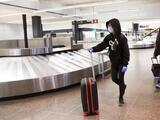 Advierten de estafadores que liberan a 'pasajeros en custodia' a cambio de dinero en el Aeropuerto de Fresno