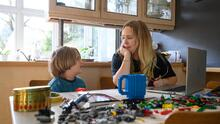 Sigue estas recomendaciones de una experta para que fomentes el liderazgo entre tus hijos pequeños