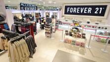 Cadena de tiendas enfrenta demanda por supuestamente discriminar a empleados por razones lingüísticas