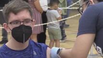 Continúan los esfuerzos para motivar a jóvenes y adultos a vacunarse contra el coronavirus en el condado de Maricopa