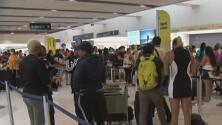 Decenas de personas se encuentran varadas en el aeropuerto de Fort Lauderdale por retrasos de la aerolínea Spirit