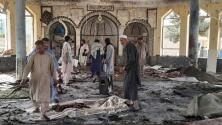 Imágenes sensibles: una explosión en una mezquita de Afganistán deja decenas muertos y heridos