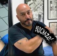 """(Video) """"Se ve más perro"""": Lupillo Rivera muestra el tatuaje con el que cubrió el rostro de Belinda"""