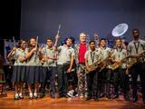 Miguel Bosé participa en Latin GRAMMY en las escuelas