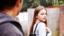 ¿Tu pareja te vigila demasiado? Escucha por qué esto es totalmente inaceptable