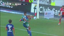 ¡Herrera estuvo cerca del primer gol para los locales!