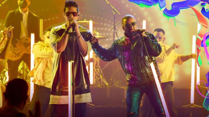 Chino y Nacho se juntan de nuevo y reviven sus mejores temas en Premios Juventud