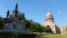 """Investigan llamada de una persona alertando sobre una """"bolsa de bombas"""" en el Capitolio de Texas"""