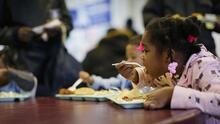 La presión arterial alta en niños: ¿cuáles son los síntomas y qué tan relacionada está con la alimentación?
