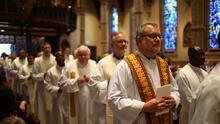 Revela Arquidiócesis que sacerdotes en Chicago han tenido hijos a pesar del celibato