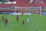Enojo de Orozco ante la nula marca de la defensa, Pumas avisa