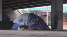 Concilio de Austin discute plan para abordar la falta de vivienda y los campamentos de indigentes