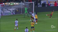 Ferreira remató y el balón se fue apenas por encima