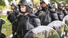 Pocos manifestantes, pero muchos periodistas y policías: así fue la protesta conservadora cerca del Capitolio