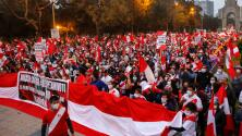 Miles de peruanos salen a las calles a exigir que se declare a un ganador oficial de las elecciones presidenciales