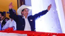 """""""Ni comunistas ni chavistas"""": Pedro Castillo intenta aplacar los temores antes de asumir el mando de Perú"""