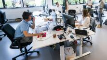 ¿Cuál es la importancia de implementar más recursos tecnológicos en los pequeños negocios?