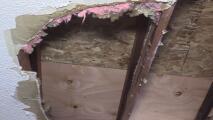 Las lluvias provocaron el colapso del techo de varias viviendas en un complejo de apartamentos