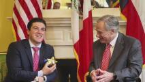 Transporte, educación, salud, seguridad y el puente Colombia, los temas abordados entre el gobernador electo de Nuevo León y Greg Abbott